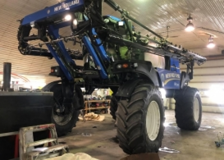 2011 New Holland SP.275F Sprayer/High Clearance