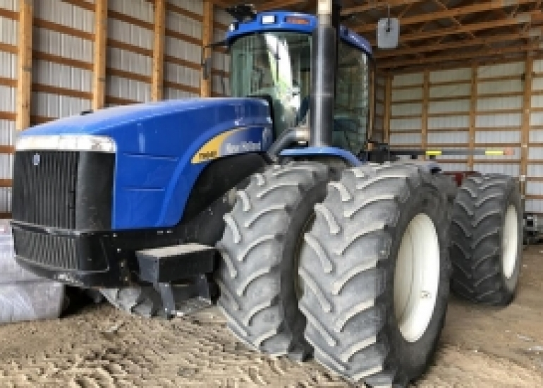 2010 New Holland T9040 Tractor