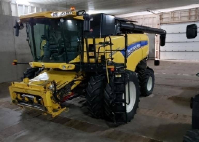 2014 New Holland CX8090 Combine