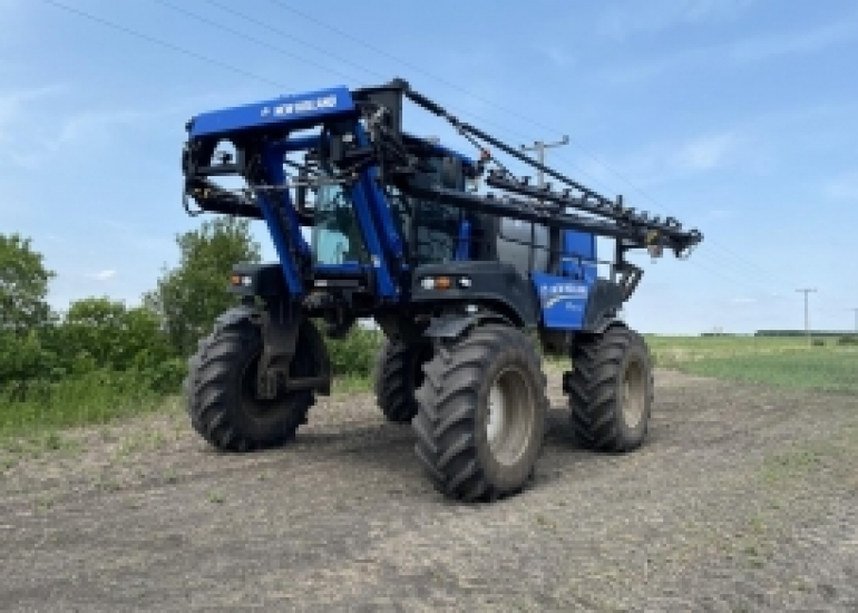 2013 New Holland SP240F Sprayer/High Clearance