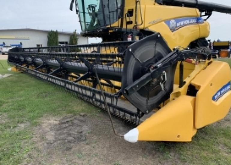 2018 New Holland 740CF Header Combine