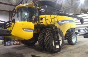2014 New Holland CX8080 Combine