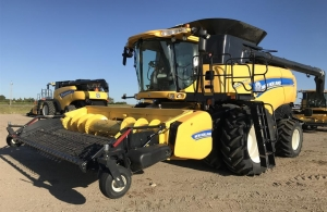 2015 New Holland CX8080 Combine