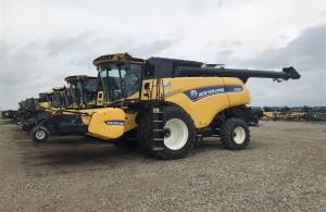 2016 New Holland CR10.90 Combine