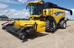 2013 New Holland CX8080 Combine