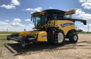 2017 New Holland CR8.90 Combine