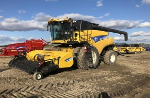 2011 New Holland CR9090Z Combine