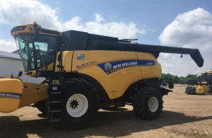 2016 New Holland CR9.90Z Combine