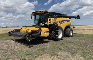 2017 New Holland CR9.90 Combine